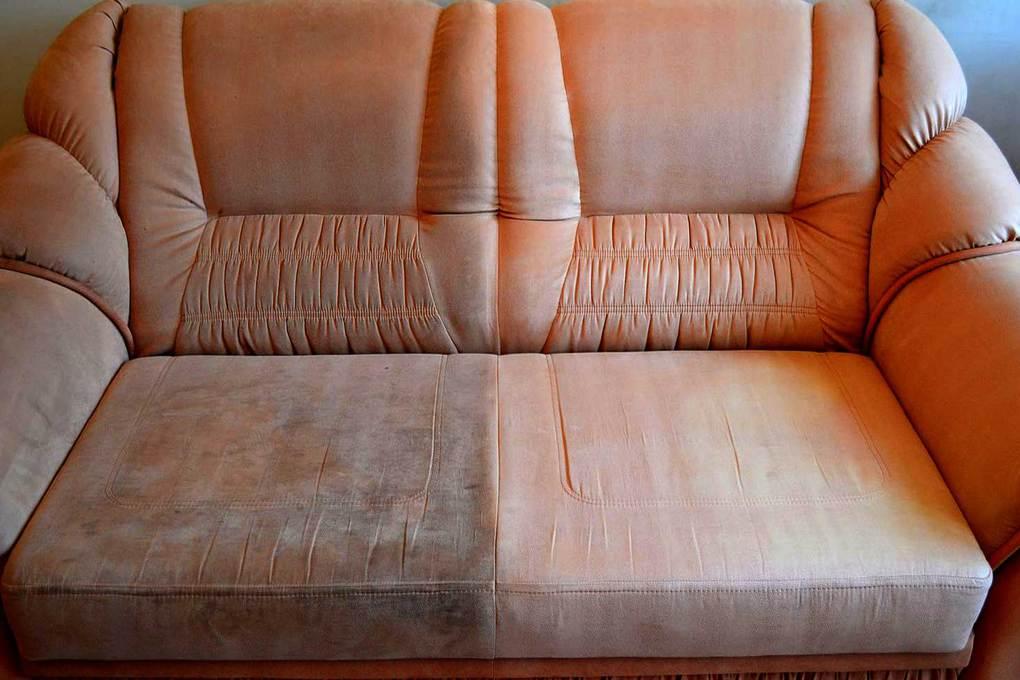 Чистка диванов на дому в Москве